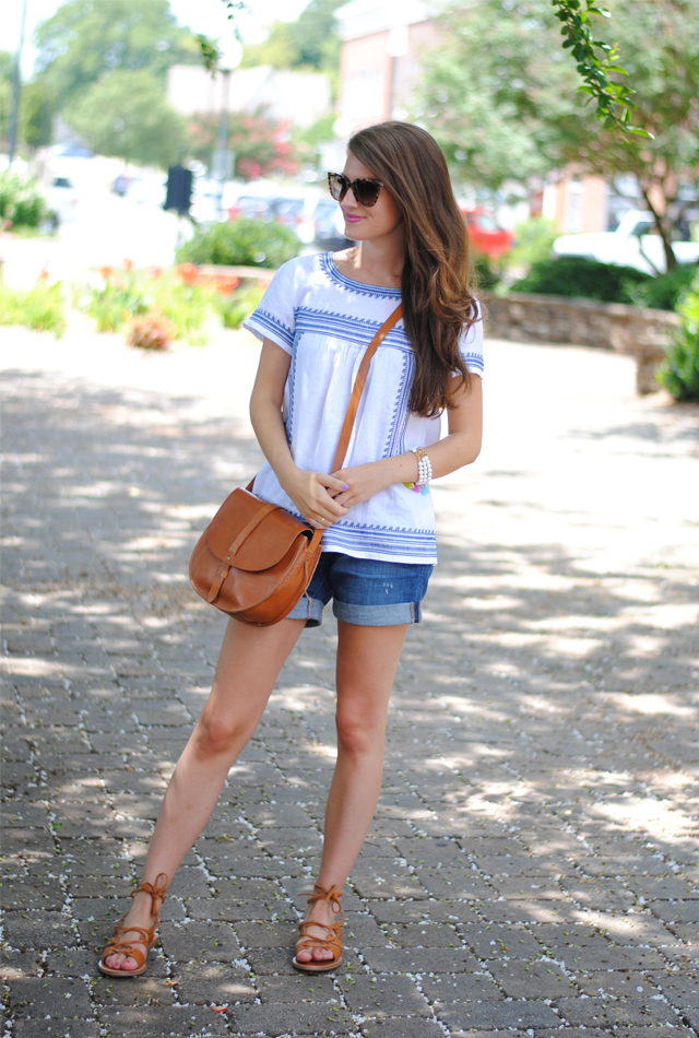 Summer look in blue and white