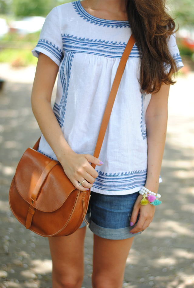 Perfect summer look! Blue and white linen blouse