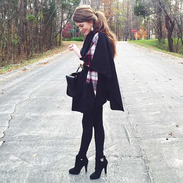 Love this all black look for the holidays